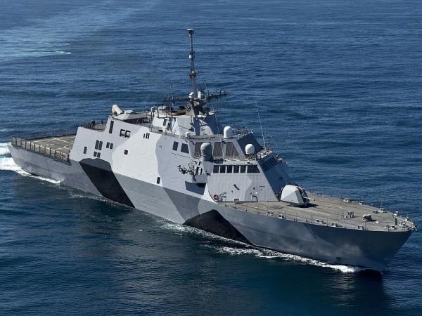 USS Freedom -- nowoczesny okręt wykorzystuje miliony linii kodu...