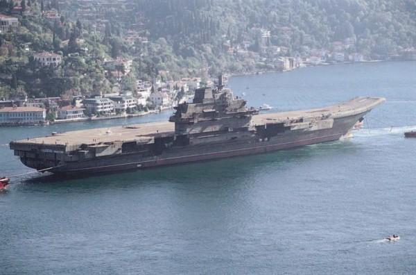 Liaoning -- jedyny obecnie chiński (niegdyś radziecki) okręt lotniczy