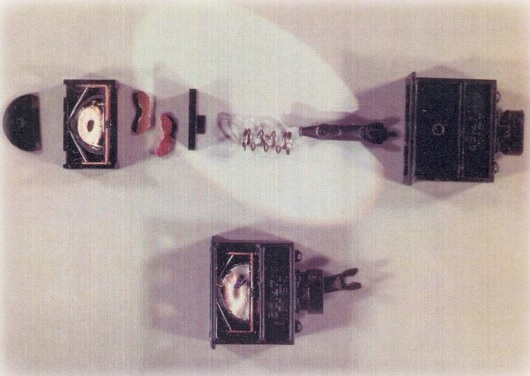 Włącznik maszyny IBM Selectric przystosowany do zasilania implantu