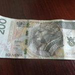 """Skierniewice: Zapłacił """"banknotem prezentowym"""", ekspedienta się nie zorientowała. Nie podano czy wylegitymował się dowodem kolekcjonerskim…"""