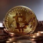 """Czy na słowo """"bitcoin"""" ludzie wyłączają myślenie? Podkarpacka policja: oszuści czyścili ofiarom konta, zaciągali pożyczki, …"""