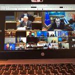 Dziennikarz wbił się zdalnie na zamknięte spotkanie ministrów obrony krajów EU. Jak to możliwe? Zobaczcie tę niewinną fotkę…